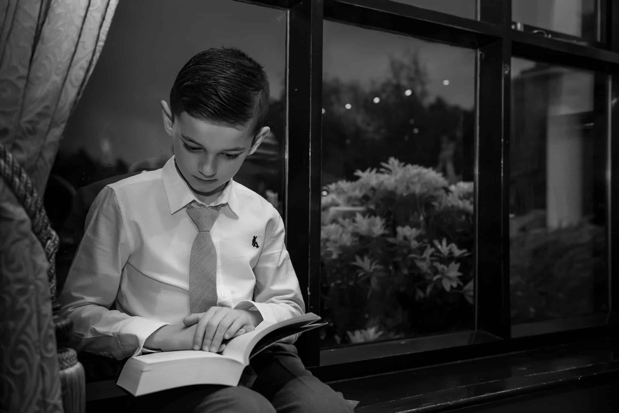 Manchester Wedding Photography by Alin Turcanu kid reading at wedding